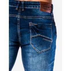 SPODNIE MĘSKIE JEANSOWE P585 - GRANATOWE. Niebieskie rurki męskie Ombre Clothing, z bawełny. Za 74,00 zł.