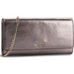 Torebka GUESS - HWVG71 11720 PEW. Niebieskie torebki klasyczne damskie marki Guess, z materiału. Za 349,00 zł.