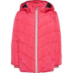 """Kurtka zimowa """"Mil"""" w kolorze fuksji. Czerwone kurtki dziewczęce zimowe marki Reserved, z kapturem. W wyprzedaży za 85,95 zł."""