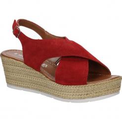 Sandały welurowe na koturnie Marco Tozzi 2-28362-28. Brązowe sandały damskie marki Marco Tozzi, z weluru, na koturnie. Za 178,99 zł.