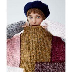 Miękki patchworkowy sweter. Czerwone swetry klasyczne damskie Pull&Bear. Za 139,00 zł.