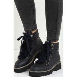 Granatowe Traperki Out of Nowhere. Czarne buty zimowe damskie Born2be, z futra, na płaskiej podeszwie. Za 99,99 zł.