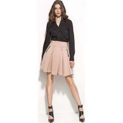 """Czarna Koszulowa Bluzka z Dekoltem """"V"""". Czarne bluzki damskie Molly.pl, l, biznesowe, dekolt w kształcie v, z długim rękawem. Za 99,90 zł."""