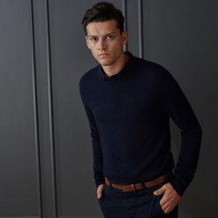 Sweter z wełną merino - Granatowy. Niebieskie swetry klasyczne męskie marki Reserved, l, z wełny. Za 139,99 zł.