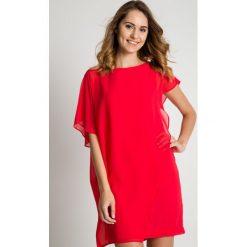 Szyfonowa luźna sukienka w kolorze malinowym BIALCON. Brązowe sukienki balowe marki Mohito, l, z kopertowym dekoltem, kopertowe. Za 309,00 zł.