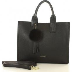 MONNARI Klasyczna torebka kuferek czarny. Czarne kuferki damskie marki Monnari, w paski, ze skóry ekologicznej, z pomponami. Za 169,00 zł.
