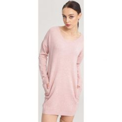 Różowy Sweter Nonchalance. Czerwone swetry klasyczne damskie other, na jesień, l. Za 74,99 zł.