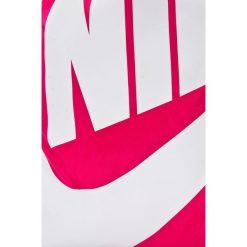 Nike Sportswear - Plecak. Różowe plecaki damskie marki Nike Sportswear, l, z nylonu, z okrągłym kołnierzem. W wyprzedaży za 59,90 zł.