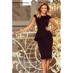 KLAUDIA Elegancka sukienka MIDI z baskinką - CZARNA. Czarne sukienki asymetryczne numoco, s, eleganckie, z asymetrycznym kołnierzem, midi. Za 154,00 zł.