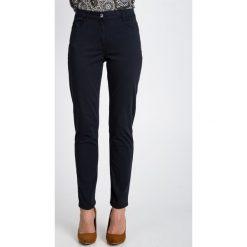 Spodnie w kolorze grafitowym QUIOSQUE. Szare spodnie z wysokim stanem QUIOSQUE, w paski, z denimu. W wyprzedaży za 79,99 zł.