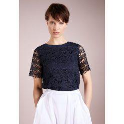MAX&Co. CARNET Bluzka dark blue. Niebieskie bluzki damskie MAX&Co., z materiału. W wyprzedaży za 384,50 zł.