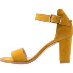 Sandały damskie: Pavement SILKE Sandały yellow