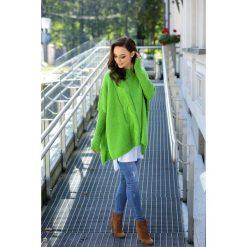 Modny sweter ponczo zielony MOLLY. Żółte poncza marki B'TWIN. Za 149,90 zł.