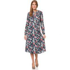 Sukienki hiszpanki: Sukienka w kolorze granatowym ze wzorem