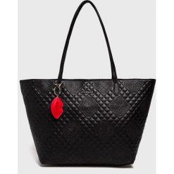 Desigual - Torebka. Czarne torebki klasyczne damskie marki Desigual, z materiału, duże, pikowane. W wyprzedaży za 239,90 zł.