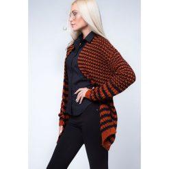 Swetry damskie: Kardigan swetrowy czarno-rudy MP32039