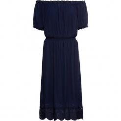 """Sukienka """"carmen"""" z dłuższymi bokami bonprix ciemnoniebieski. Niebieskie sukienki boho marki bonprix, na spacer, na lato, w ażurowe wzory, z kołnierzem typu carmen. Za 79,99 zł."""