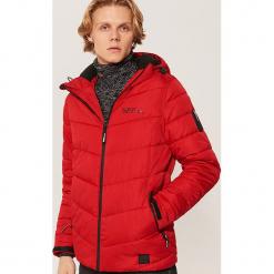 Pikowana kurtka - Czerwony. Czerwone kurtki męskie pikowane marki Nike, s, z poliesteru. Za 229,99 zł.