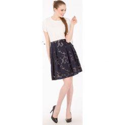 Spódniczki rozkloszowane: Letnia spódnica z kwiatowym wzorem