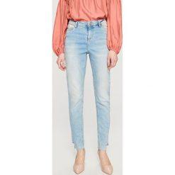Jeansy z wysokim stanem - Niebieski. Niebieskie jeansy damskie marki Reserved, z podwyższonym stanem. Za 139,99 zł.