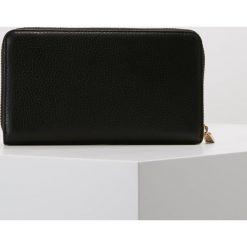 Coccinelle SOFT Portfel noir. Czarne portfele damskie marki Coccinelle. Za 599,00 zł.