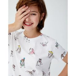 Koszulka w buldogi. Białe t-shirty damskie Pull&Bear. Za 29,90 zł.
