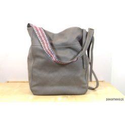 Szara miękka skórzana torba na ramię. Szare torebki klasyczne damskie marki Pakamera, z nubiku, duże, matowe. Za 350,00 zł.