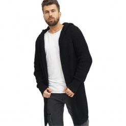 Kardigan w kolorze czarnym. Czarne swetry rozpinane męskie marki Reserved, m, z kapturem. W wyprzedaży za 169,95 zł.