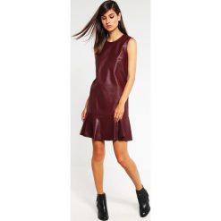 Sukienki hiszpanki: BCBGMAXAZRIA Sukienka letnia royal port