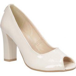 Czółenka peep toe na słupku Casu 1651. Brązowe buty ślubne damskie marki bonprix, na obcasie. Za 99,99 zł.