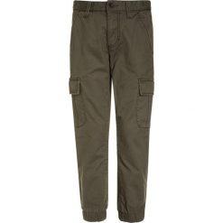 Benetton TROUSERS Bojówki khaki. Brązowe spodnie chłopięce Benetton, z bawełny. Za 129,00 zł.