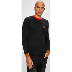 Scotch & Soda - Sweter. Czarne swetry klasyczne męskie marki Scotch & Soda, m, z bawełny, z okrągłym kołnierzem. W wyprzedaży za 239,90 zł.