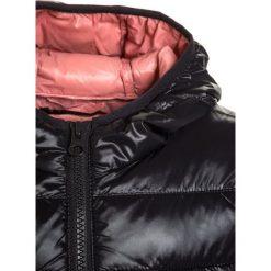 Sisley Kurtka przeciwdeszczowa black. Czarne kurtki dziewczęce przeciwdeszczowe Sisley, z materiału. W wyprzedaży za 199,20 zł.