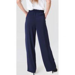 NA-KD Szerokie spodnie z wysokim stanem - Blue,Navy. Niebieskie spodnie z wysokim stanem NA-KD, z poliesteru. Za 202,95 zł.