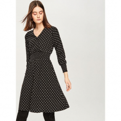 Sukienka w kropki - Czarny. Czarne sukienki marki Reserved, w kropki. Za 139,99 zł.