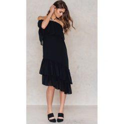 Tranloev Asymetryczna sukienka z falbanką - Black. Niebieskie sukienki asymetryczne marki Reserved. W wyprzedaży za 85,19 zł.
