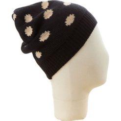 Czapka beanie w kolorze czarno-beżowym. Czarne czapki zimowe damskie Codello, w kropki, z dzianiny. W wyprzedaży za 73,95 zł.