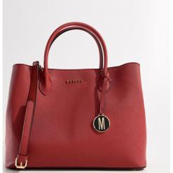 Fakturowa torebka city bag - Czerwony. Czerwone torebki klasyczne damskie Mohito. Za 139,99 zł.