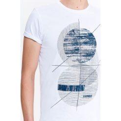 T-shirty męskie z nadrukiem: T-SHIRT MĘSKI Z NADRUKIEM I ROZCIĘCIAMI NA BOKACH