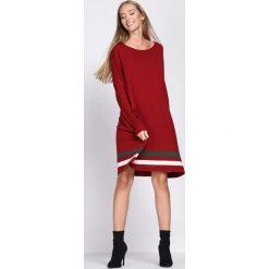 Czerwona Sukienka Holidaymaker. Czerwone sukienki dzianinowe Born2be, na jesień, uniwersalny. Za 89,99 zł.