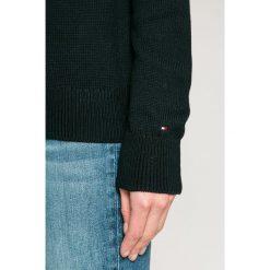 Tommy Hilfiger - Sweter Rachel. Czarne swetry klasyczne damskie TOMMY HILFIGER, m, z bawełny, z okrągłym kołnierzem. W wyprzedaży za 399,90 zł.