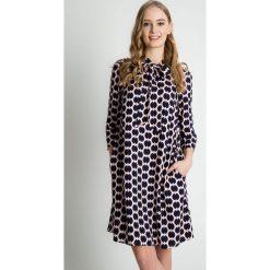 Sukienki balowe: Luźna wiosenna sukienka z rękawem 3/4 BIALCON