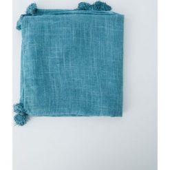 Chusta z pomponami. Niebieskie chusty damskie Pull&Bear. Za 48,90 zł.