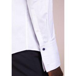 JOOP! PIERCE SLIM FIT Koszula biznesowa white. Szare koszule męskie slim marki JOOP!, z bawełny, z klasycznym kołnierzykiem, z długim rękawem. Za 379,00 zł.