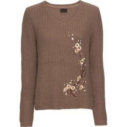 Sweter bonprix brązowy. Brązowe swetry klasyczne damskie marki bonprix, z dekoltem w serek. Za 99,99 zł.