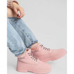Różowe Traperki High Life. Czerwone buty zimowe damskie vices, z materiału, z okrągłym noskiem, na obcasie. Za 89,99 zł.