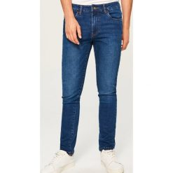 Jeansy slim fit - Granatowy. Niebieskie jeansy męskie regular Reserved. Za 89,99 zł.