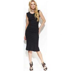 Czarna Elegancka Sukienka Midi w Stylu Rybki. Białe sukienki balowe marki BIALCON, na imprezę, w koronkowe wzory, z koronki, z kopertowym dekoltem, midi, kopertowe. Za 149,90 zł.