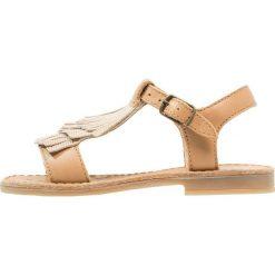Shoo Pom HAPPY FRINGE Sandały camel/poudre. Żółte sandały chłopięce marki Shoo Pom, z materiału. Za 309,00 zł.
