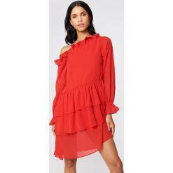 NA-KD Boho Sukienka z falbaną - Red. Czerwone długie sukienki NA-KD Boho, boho, z długim rękawem. W wyprzedaży za 80,98 zł.
